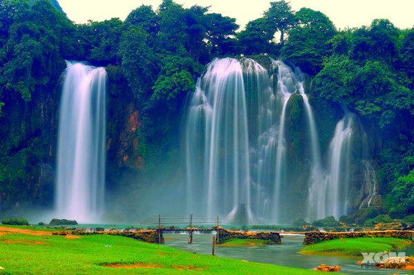 Ban Gioc waterfalls - Photo by Xomnhiepanh