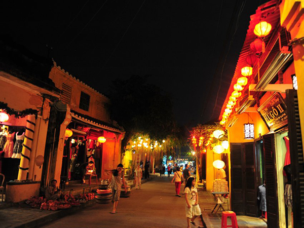 Hoi An walking