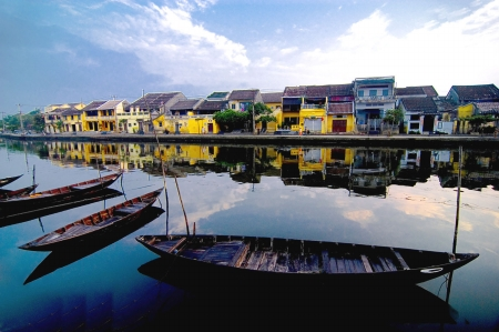 A picturesque corner of Hoi An City, Thu Bon River