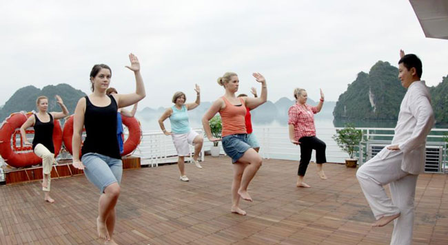 Gray Line Cruise in Halong Tai Chi