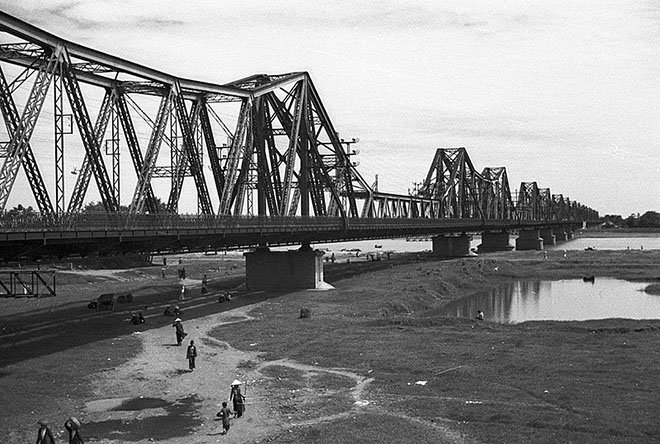 Vietnam highlights long bien bridge