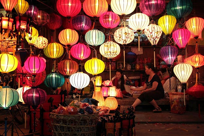 When is mid autumn Festival Vietnam lantern