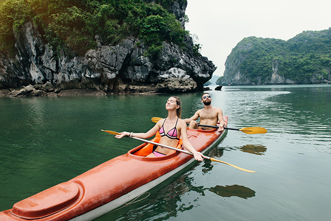 Kayak in Halong vietnam 14 days UNESCO site